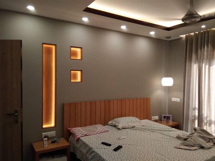 Masterbed Room:  Bedroom by V-Serve Design & PMC