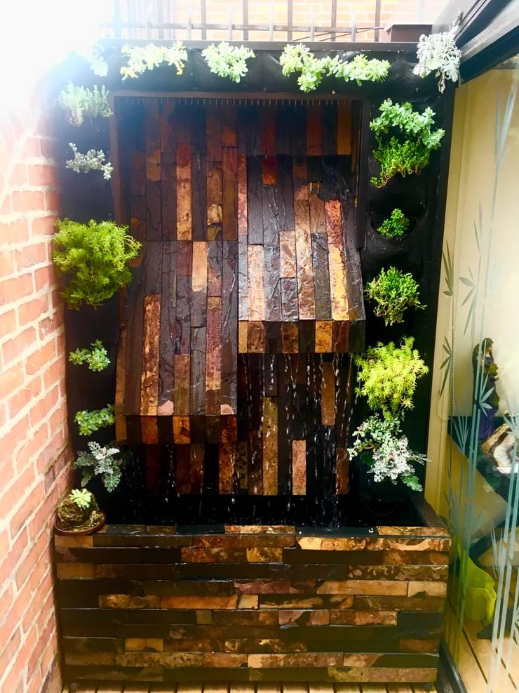 Muro de agua: Jardines de estilo  por MODE ARQUITECTOS SAS