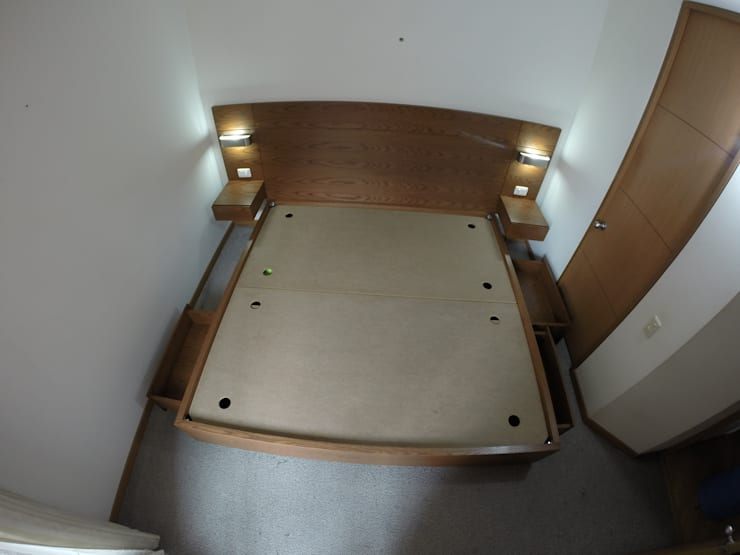 Cama BC: Dormitorios de estilo  por MODE ARQUITECTOS SAS