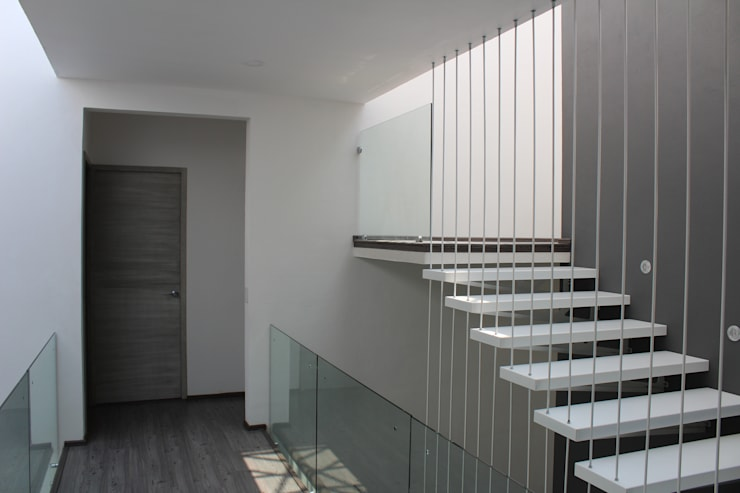 Casa Nordika: Escaleras de estilo  por Itech Kali