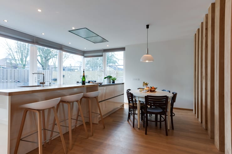Dining room by Dineke Dijk Architecten