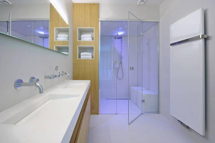Moderne Cleopatra stoomdouche:  Badkamer door Cleopatra BV