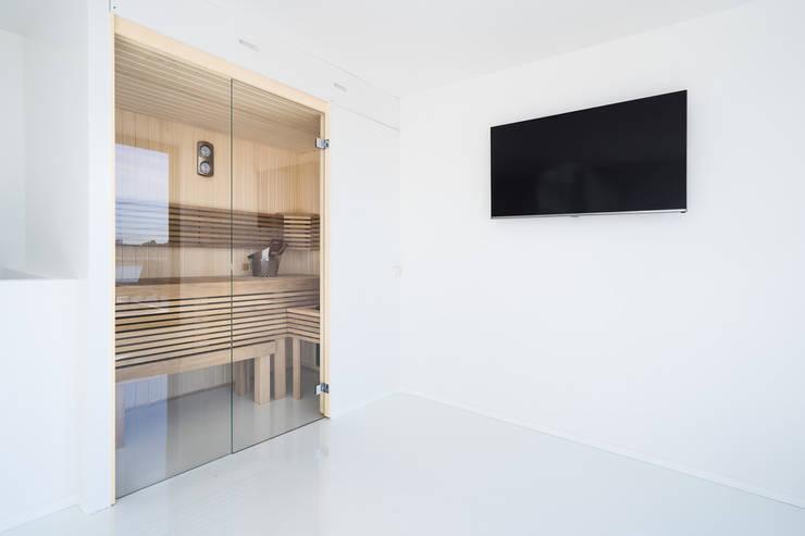 Moderne Cleopatra sauna:  Badkamer door Cleopatra BV, Modern Hout Hout