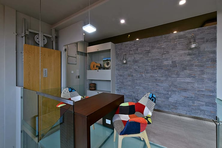 upper deck : minimalistic Study/office by Design Paradigm