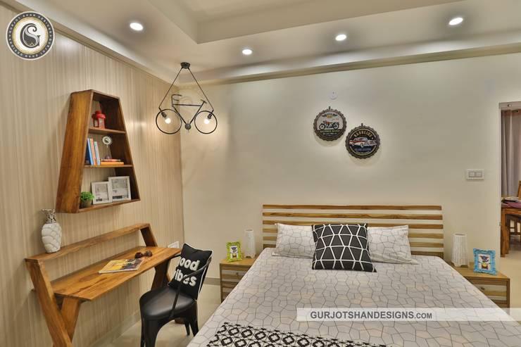 Trendy Bedroom Design:   by Gurjot Shan Designs