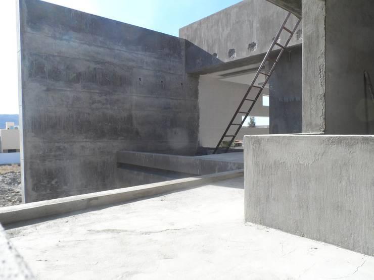 CASA NATURA: Terrazas de estilo  por PESA ARQUITECTOS