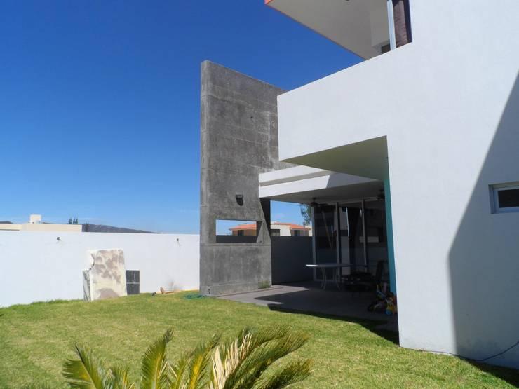CASA NATURA: Jardines de estilo  por PESA ARQUITECTOS