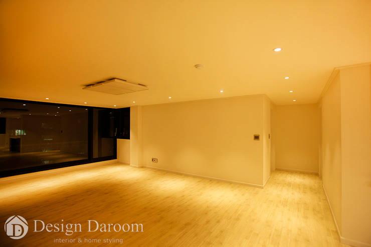 광장동 워커힐 아파트 56py 거실: Design Daroom 디자인다룸의  거실,