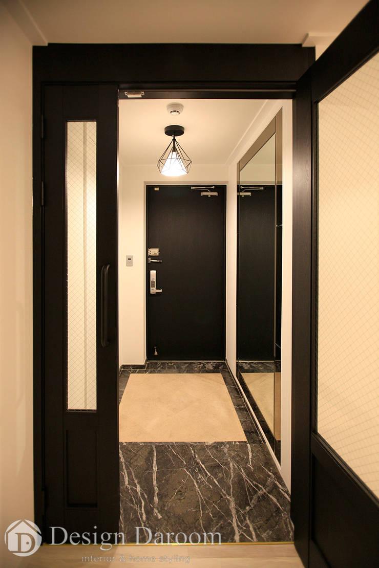 수유 두산위브 아파트 34py 현관: Design Daroom 디자인다룸의  복도 & 현관,모던