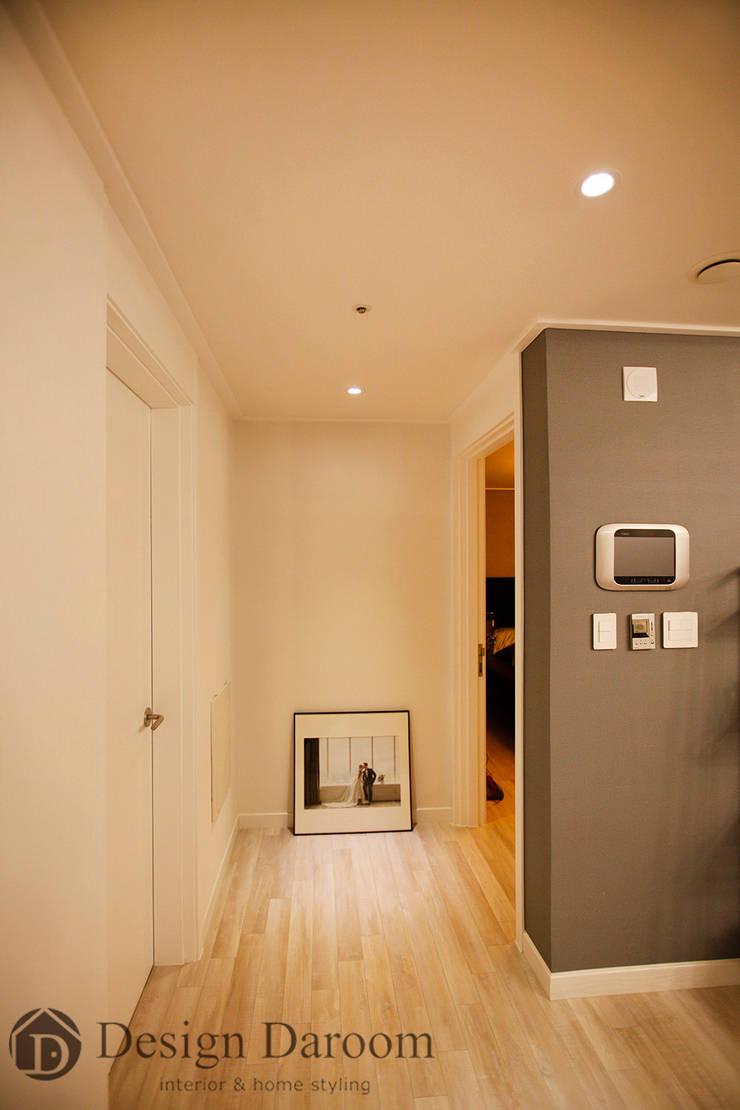 수유 두산위브 아파트 34py 복도 코지코너: Design Daroom 디자인다룸의  복도 & 현관