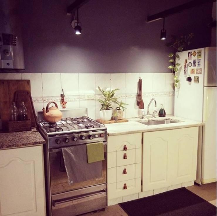 Cocina: Cocinas de estilo escandinavo por OOST / Sabrina Gillio