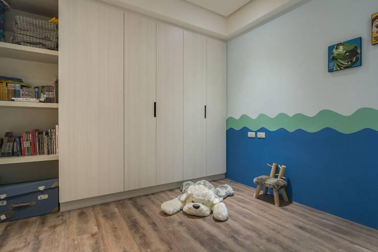 溯光質樸:  嬰兒/兒童房 by 知域設計