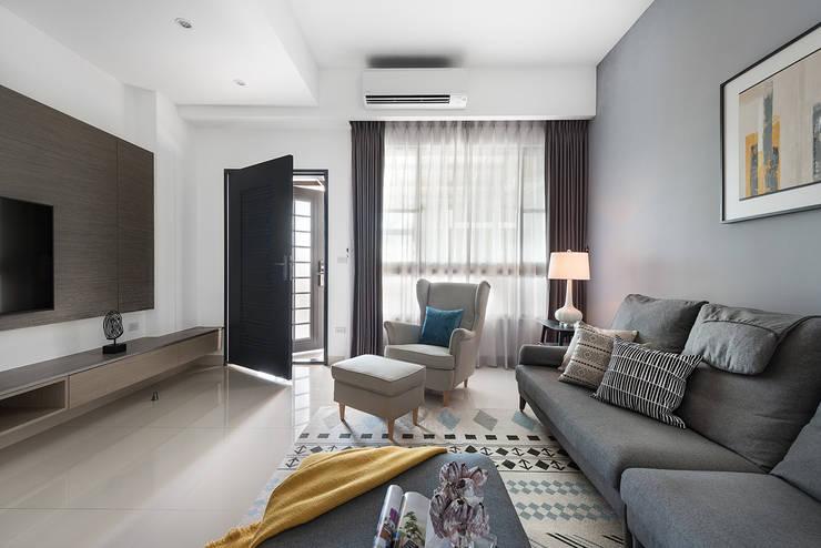 Salones de estilo  de 知域設計, Moderno