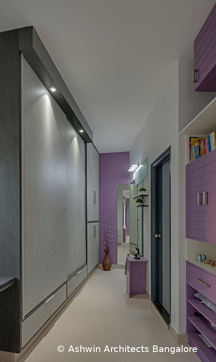 Corridor Interior Design Modern corridor, hallway & stairs by Ashwin Architects In Bangalore Modern