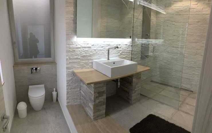 Salle de bain moderne par SUPER BLOC SRL Moderne Tuiles