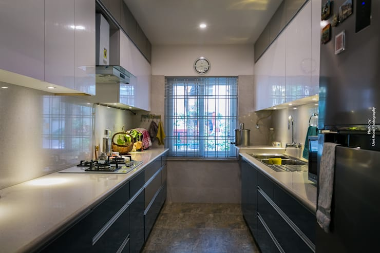 Home Renovation:  Kitchen by Rennovate Home Solutions pvt ltd