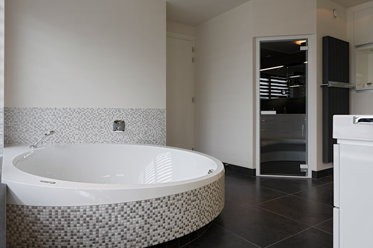 Luxe Cleopatra bubbelbad:  Spa door Cleopatra BV, Modern