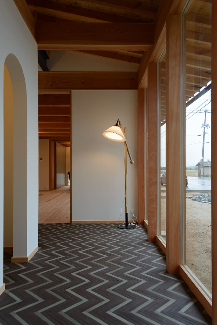 Scandinavian style corridor, hallway& stairs by 風景のある家.LLC Scandinavian Wood Wood effect