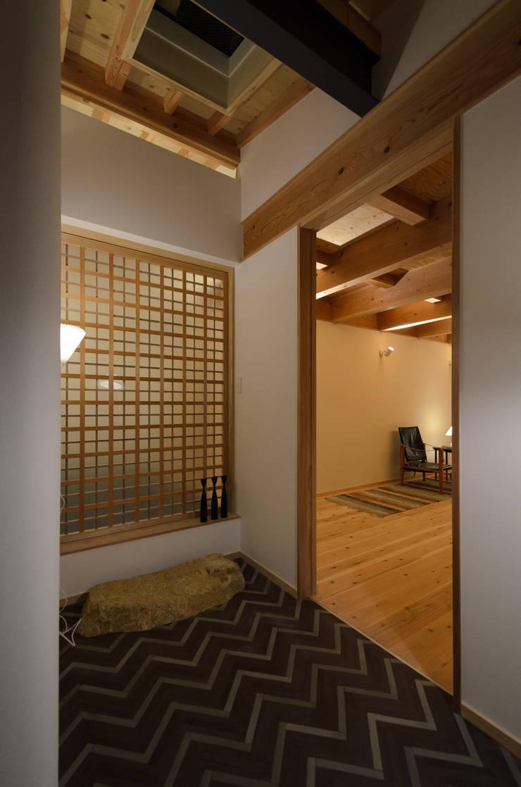 Scandinavian style doors by 風景のある家.LLC Scandinavian Wood Wood effect
