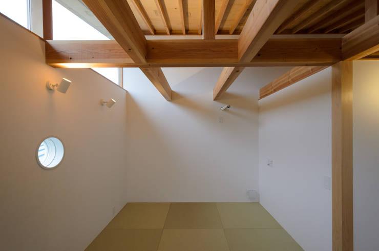 Scandinavian style bedroom by 風景のある家.LLC Scandinavian Wood Wood effect
