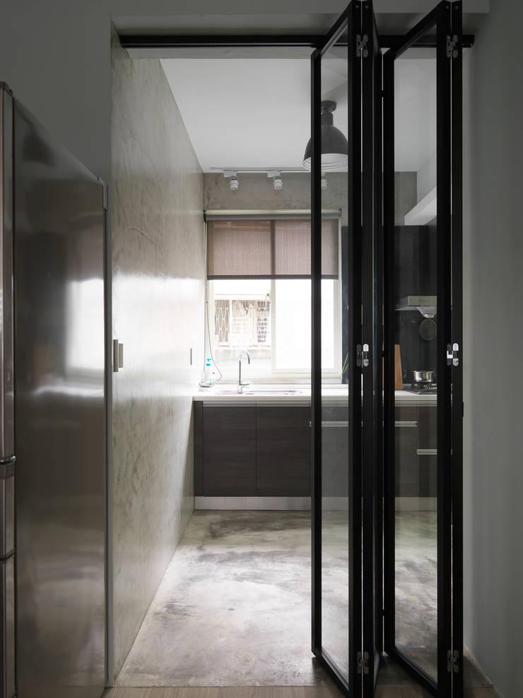 Kitchen:  廚房 by 湜湜空間設計