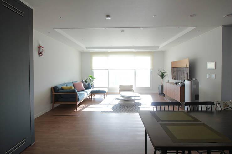 동탄2 예미지 아파트인테리어: N디자인 인테리어의  거실