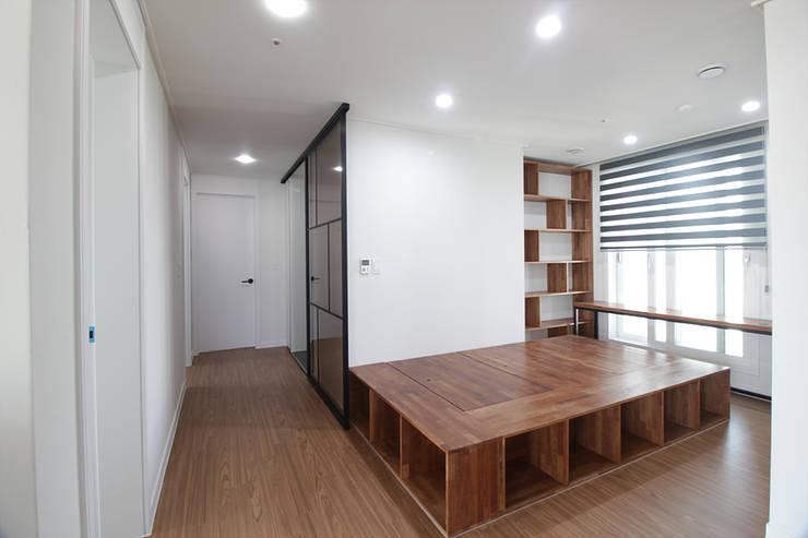 동탄2 예미지 아파트인테리어: N디자인 인테리어의  복도 & 현관