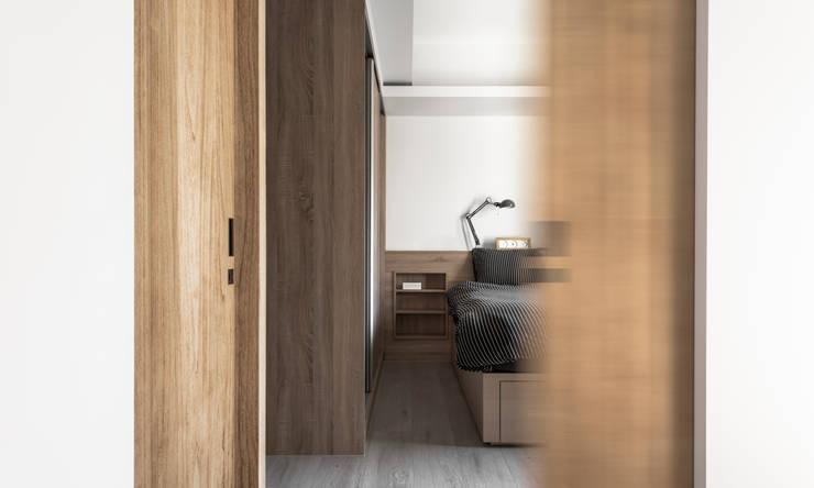 Bedroom:  臥室 by 湜湜空間設計
