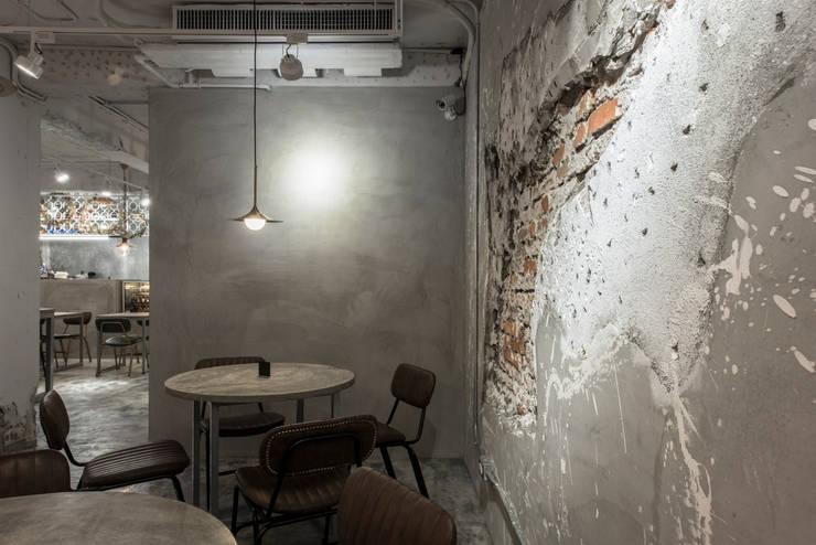 Dining area:  餐廳 by 湜湜空間設計