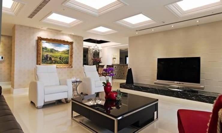 客廳:  室內景觀 by 龐比度空間規劃