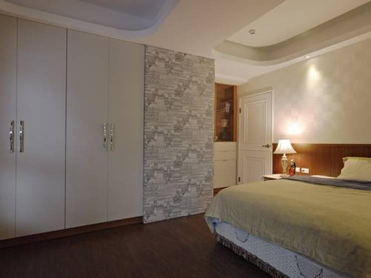 男孩房:  臥室 by 龐比度空間規劃
