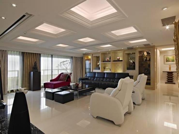 客廳:  客廳 by 龐比度空間規劃
