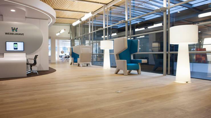 Wood floors at WTC Schiphol Airport:  Vliegvelden door Uipkes Wood Flooring