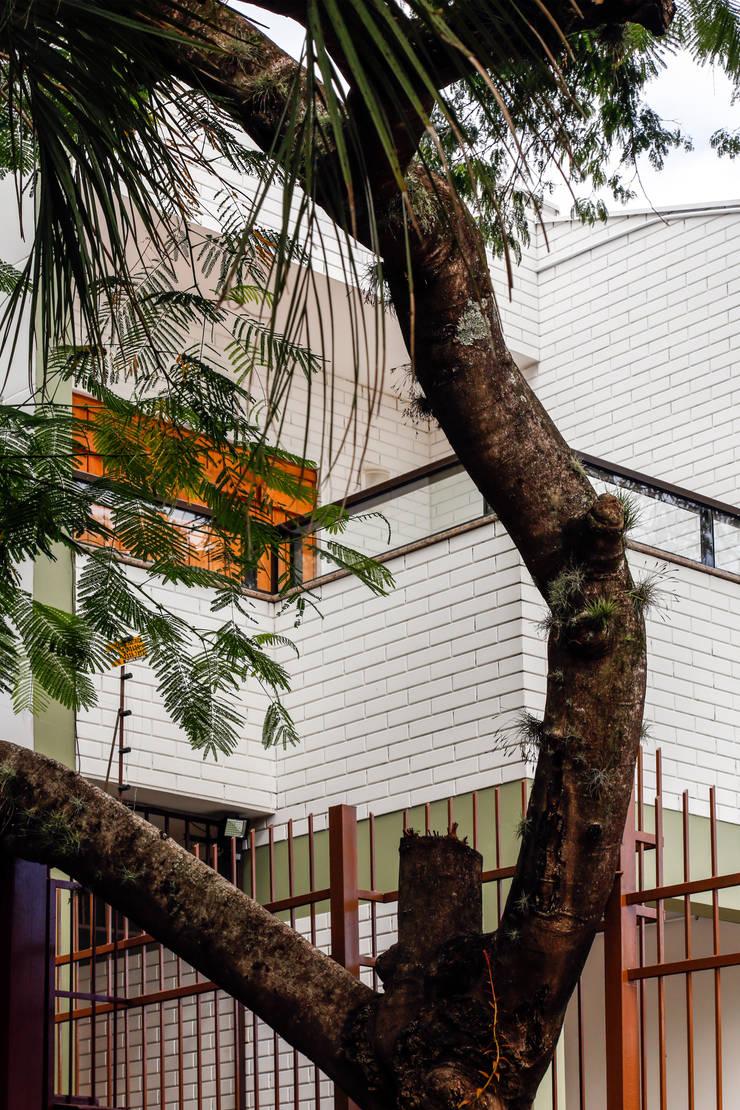 Vista do Terraço: Casas familiares  por Graziela Alessio Arquitetura