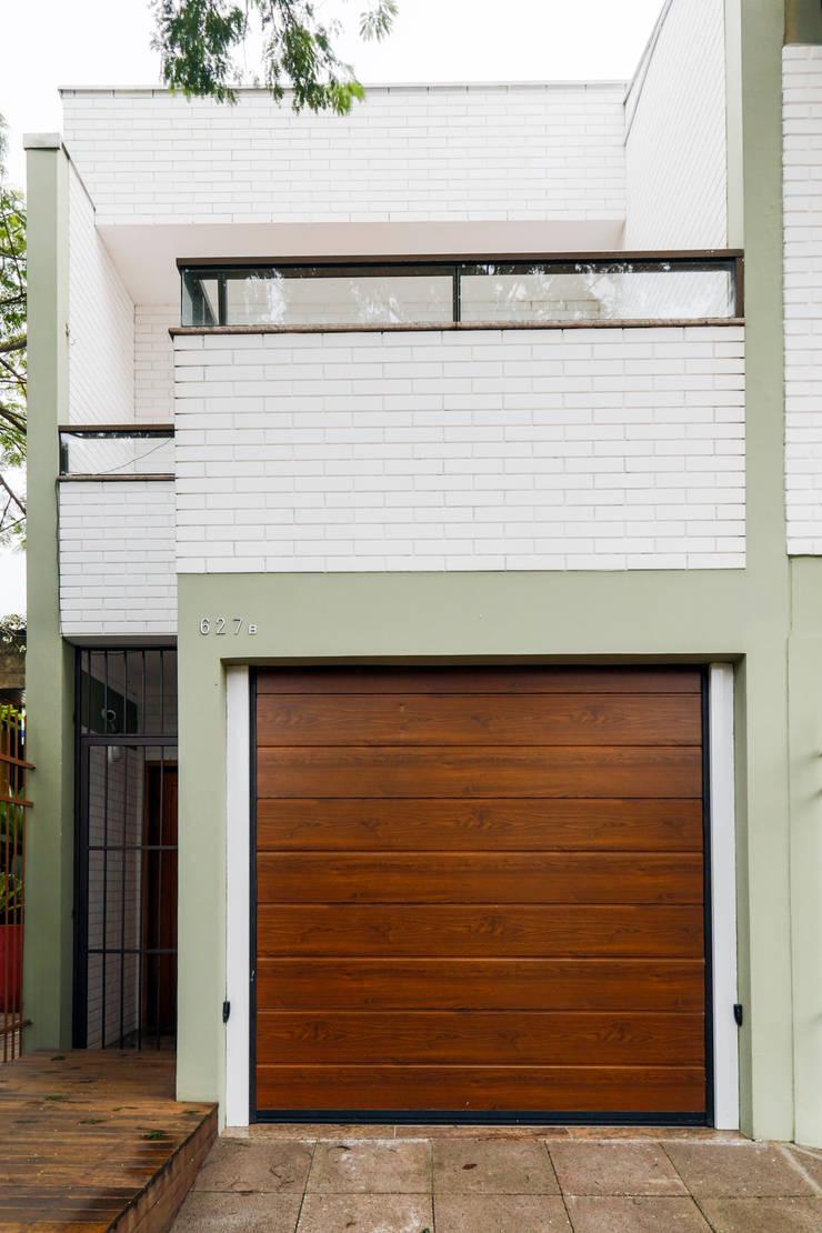 Fachada: Casas familiares  por Graziela Alessio Arquitetura