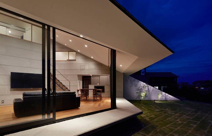 新屋敷の家: 小松隼人建築設計事務所が手掛けた木造住宅です。