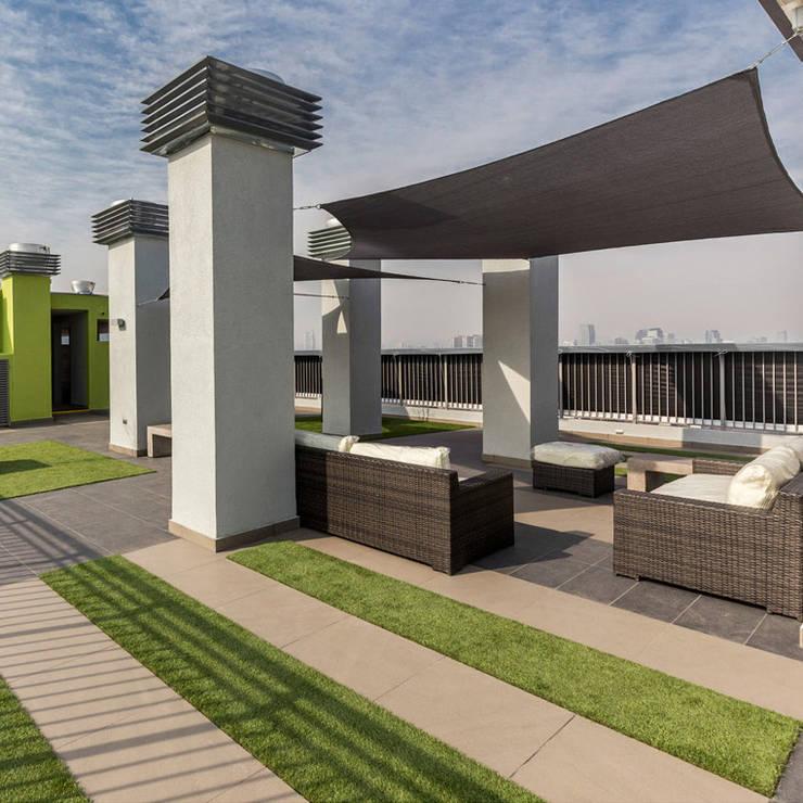 Sofá Rattan Bali Negro Mixto: Balcones y terrazas de estilo  por Afuera Diseño