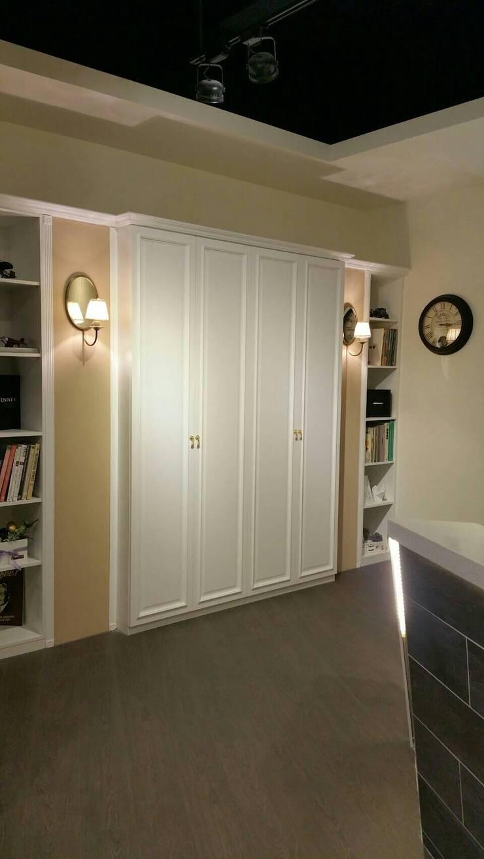 衣櫃:  臥室 by 龐比度空間規劃