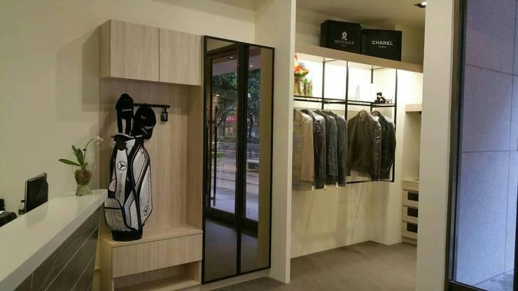 鞋櫃:  玄關、走廊與階梯 by 龐比度空間規劃