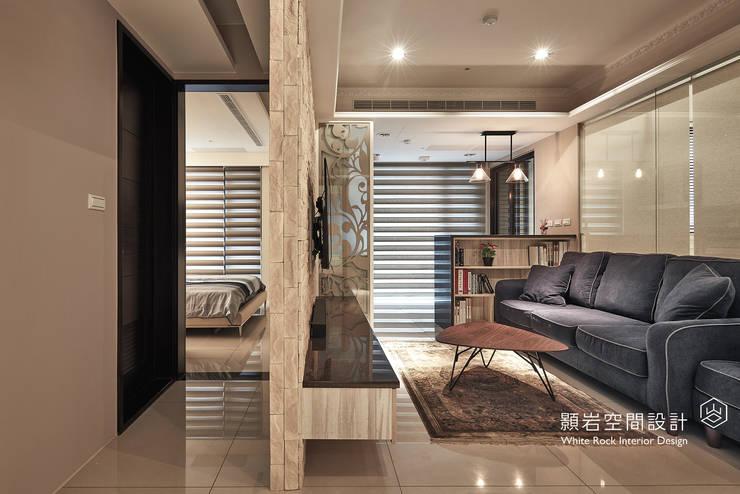 Ingresso & Corridoio in stile  di 顥岩空間設計