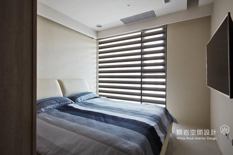 Camera da letto in stile  di 顥岩空間設計