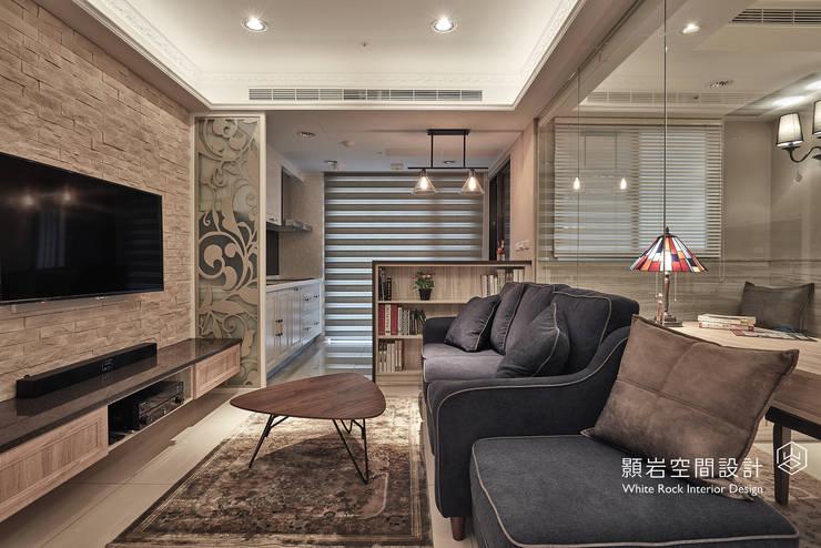 Soggiorno in stile  di 顥岩空間設計