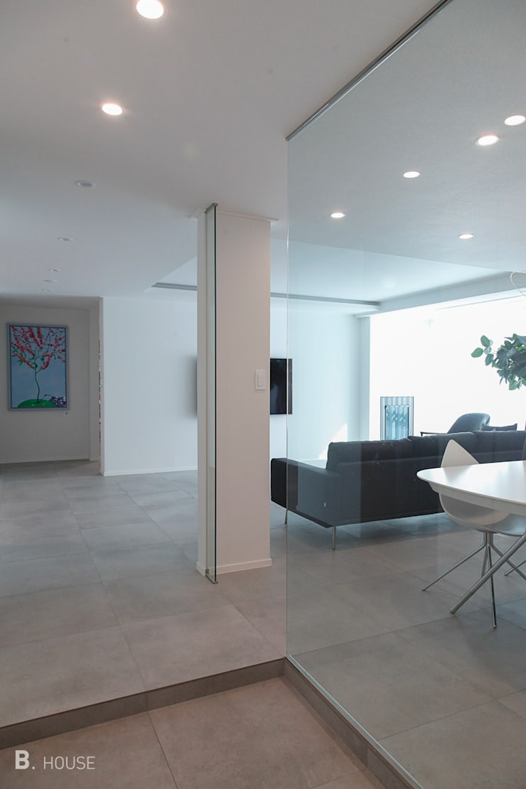 Modern Minimal Space: B house 비하우스의  거실