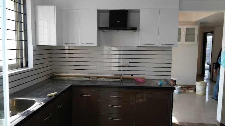 Mr. Udaybhan Singh Thakur Retirement Home: minimalistic Kitchen by al-Haadi Interiors