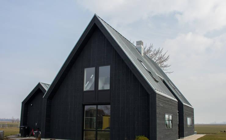 voorgevel:  Houten huis door Nico Dekker Ontwerp & Bouwkunde