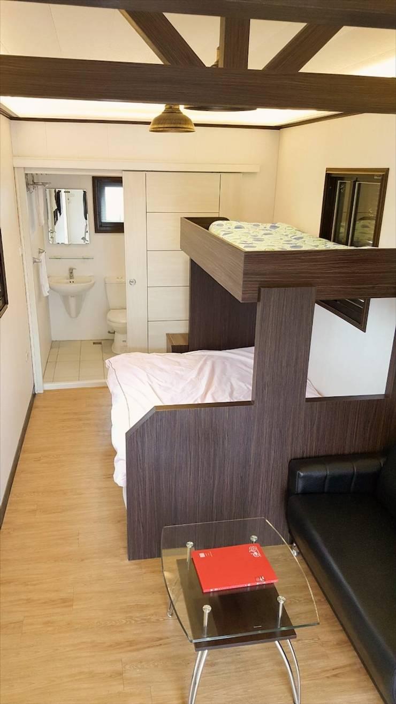 度假鋼構屋:  臥室 by 好適屋 House Box