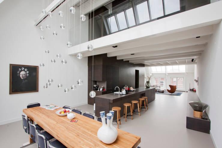 luxe maisonette in de Pijp - Bas Vogelpoel Architecten Amsterdam:  Eetkamer door Bas Vogelpoel Architecten
