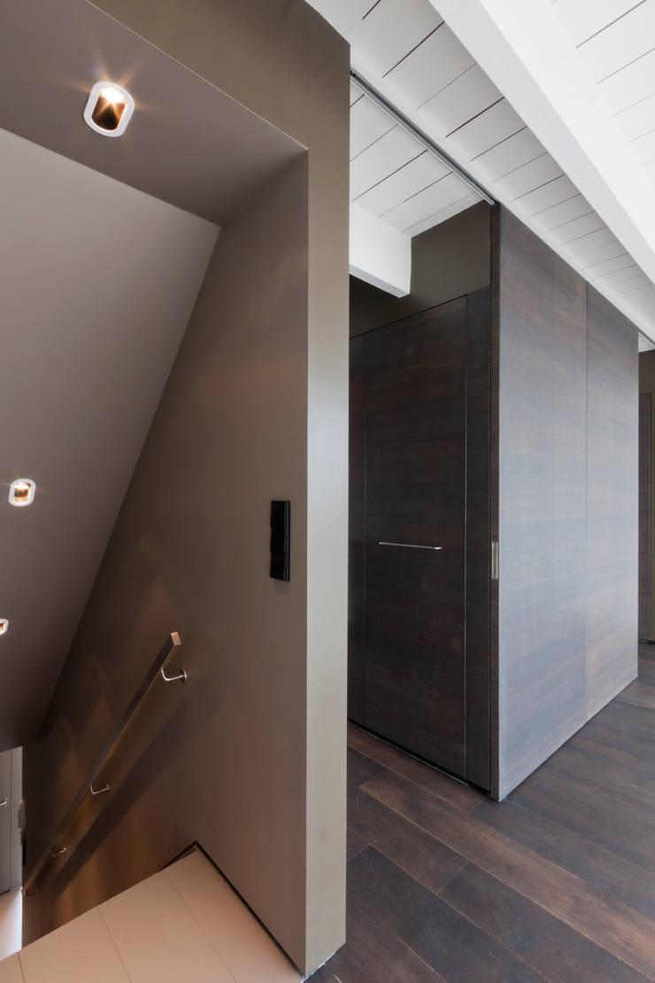 luxe maisonette in de Pijp - Bas Vogelpoel Architecten Amsterdam:  Trap door Bas Vogelpoel Architecten