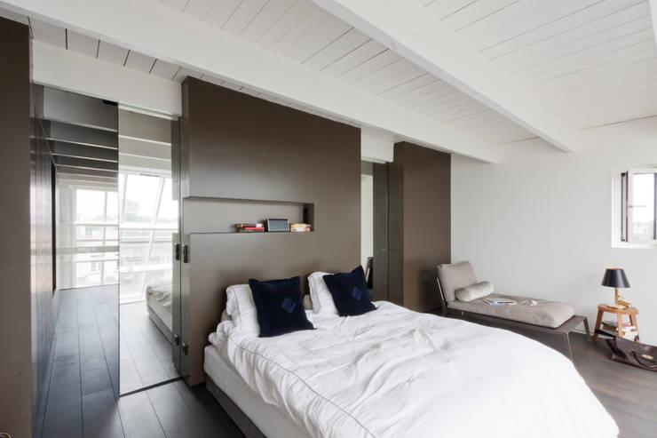luxe maisonette in de Pijp - Bas Vogelpoel Architecten Amsterdam:  Slaapkamer door Bas Vogelpoel Architecten