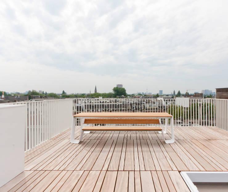 luxe maisonette in de Pijp - Bas Vogelpoel Architecten Amsterdam:  Terras door Bas Vogelpoel Architecten